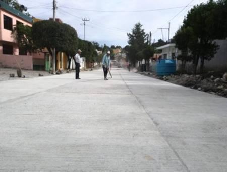 Gobierno del Estado pavimenta la avenida Hidalgo en Cerro Colorado1.jpg