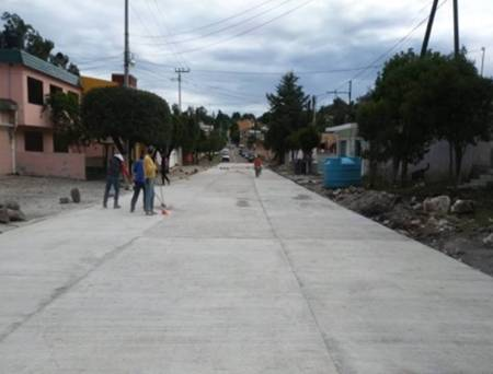Gobierno del Estado pavimenta la avenida Hidalgo en Cerro Colorado2.jpg