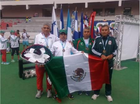 Hidalguense conquistó oro y plata en Centroamericano de Atletismo Máster