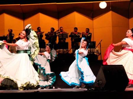 Premian a integrantes del Ballet Folclórico Femenil de UAEH