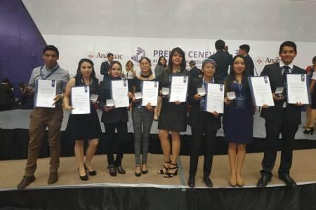 Reciben premio nacional a la excelencia 17 alumnos de UAEH.jpg