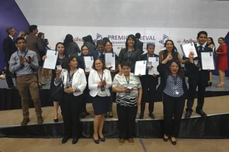 Reciben premio nacional a la excelencia 17 alumnos de UAEH2