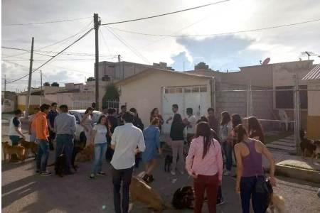 Roxana Montealegre visita refugio de animales Adopta un peludito