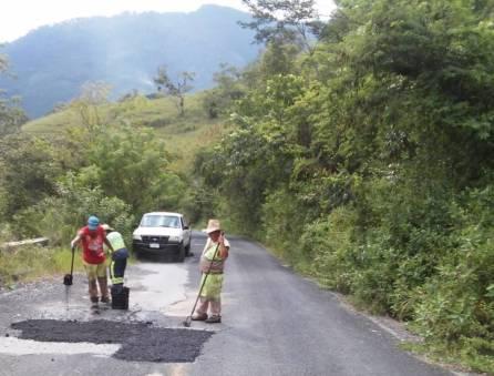 SOPOT realiza trabajos de bacheo el municipio de Pisa Flores 2