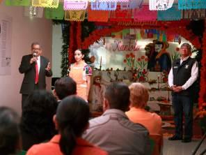 Tradiciones que nos dan identidad, exhibición del altar y ofrendas en la Subsecretaría de Educación Básica