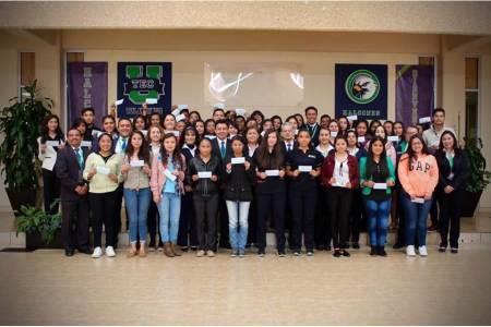 UTEC reconoce estudiantes talentosos entregando becas de excelencia y deportivo-culturales