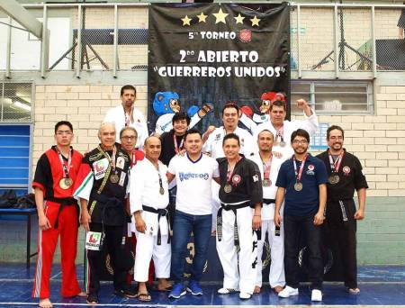Artemarcialistas hidalguenses conquistan Torneo Abierto Nacional de Karate