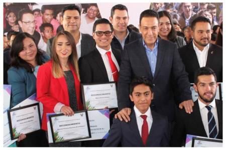 Convoca Omar Fayad a participar en Premio Estatal de la Juventud 2018
