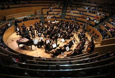 El canadiense Christopher Wilshere en concierto con la Orquesta Sinfónica UAEH2.jpg