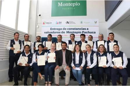 Entregan constancias de certificación a valuadores de Montepío Pachuca