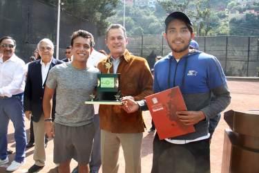 """Organiza UAEH circuito de tenis; reconoce a Luis Méndez """"El Tío""""2"""