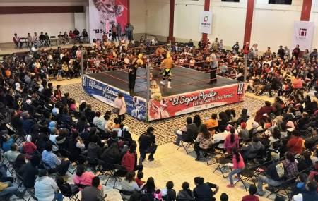 Zempoalenses demostraron su afición por la lucha libre en la función
