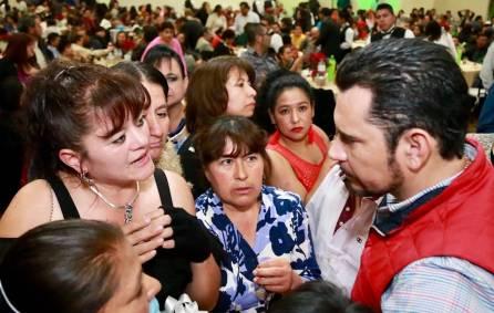 Anuncia Israel Félix Soto beneficios para burócratas9