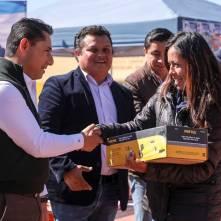 Entrega Raúl Camacho paquetes de herramientas a bajo costo 1