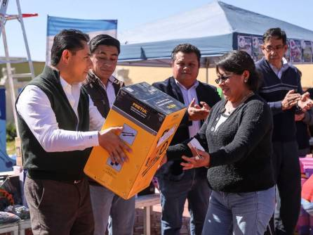 Entrega Raúl Camacho paquetes de herramientas a bajo costo 3