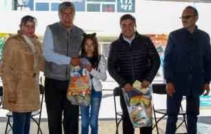 Gabriel García Rojas entrega estímulos a la educación1