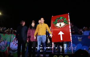 Omar Fayad realiza tradicional encendido del árbol de navidad5