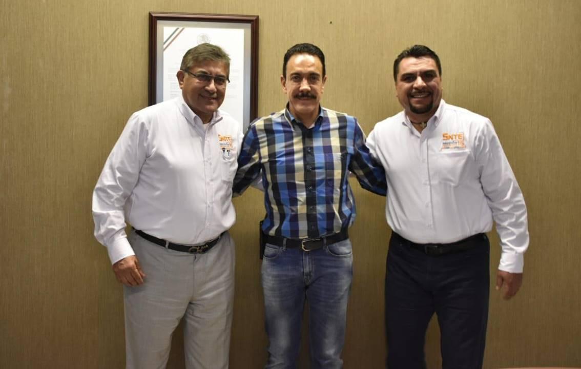 omar fayad sostiene reunión de trabajo con dirigentes del snte2