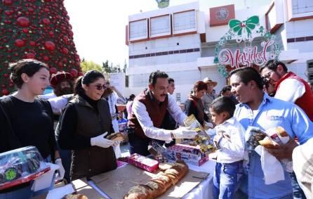 omar fayad y victoria ruffo celebran a la niñez hidalguense con la tradicional partida de rosca de reyes2