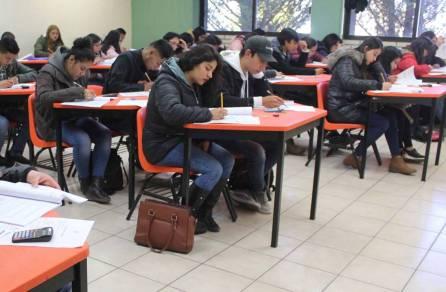 presentan aspirantes examen de admisión en itesa 2