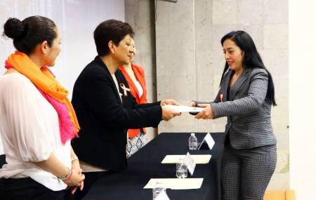 Concluyó diplomado en derechos humanos impartido por la CNDH1