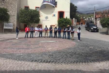 Inauguran rehabilitación de calles en el Centro de Metztitlán
