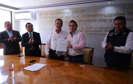 Mineral de la Reforma recibe escrituras de cancha deportiva de El Chacón 3