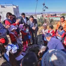Raúl Camacho entrega diversos apoyos a escuelas de Mineral de la Reforma 3
