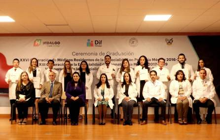 Realizan ceremonia de graduación de médicos residentes4