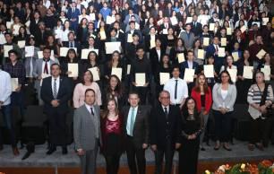 Reciben alumnos UAEH certificado de inglés, alemán y francés5
