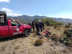Rescatan Bomberos de Hidalgo a perro que cayó en tiro de mina