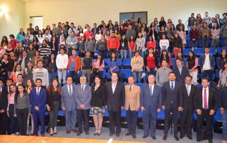 Sostiene Presidente de la CDHEH encuentro con estudiantes de Ciencias Sociales y Humanidades de la UAEH1