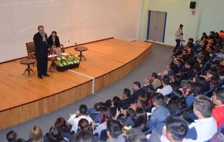 Sostiene Presidente de la CDHEH encuentro con estudiantes de Ciencias Sociales y Humanidades de la UAEH2