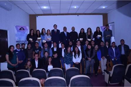 Beca Raúl Camacho a prestadores de servicio social del IMJ4