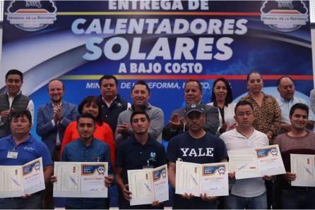 Beneficia alcalde Raúl Camacho a 417 familias con calentadores solares a bajo costo4
