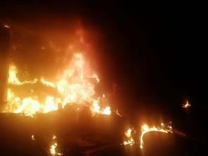 Elementos de la Secretaría de Seguridad Pública y Bomberos de Tizayuca logran controlar incendio en corralón 2
