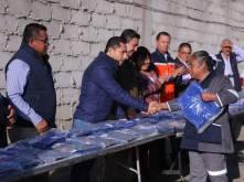 Entrega Raúl Camacho Baños, uniformes a trabajadores de Mineral de la Reforma 1
