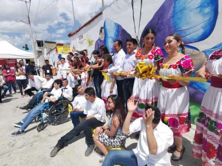 Inaugura Servicio Social de la UAEH mural para asociación