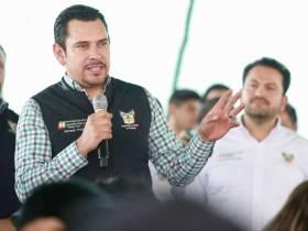 Israel Félix entrega y gestiona apoyos para vecinos del Poniente de Pachuca1