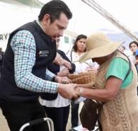 Israel Félix entrega y gestiona apoyos para vecinos del Poniente de Pachuca3