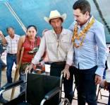 Israel Félix gestiona infraestructura urbana para comunidades de Huautla5