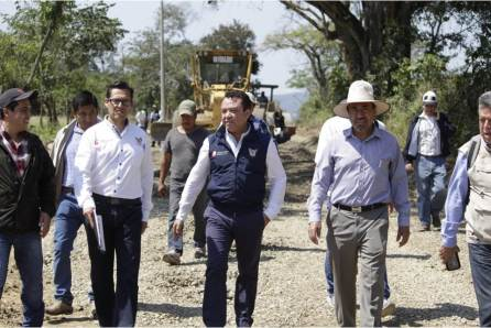 Meneses Arrieta realiza gira de trabajo por la Huasteca hidalguense3