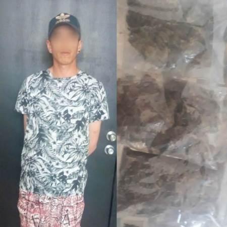 Policía de Tizayuca detiene a sujeto que fumaba y estaba en posesión de sobres con hierba verde