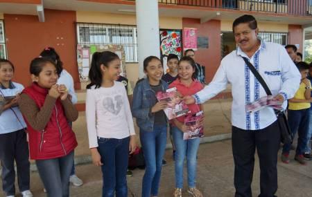 Realiza SEPH entrega de gaceta Cazador@s de Saberes en primaria indígena 1
