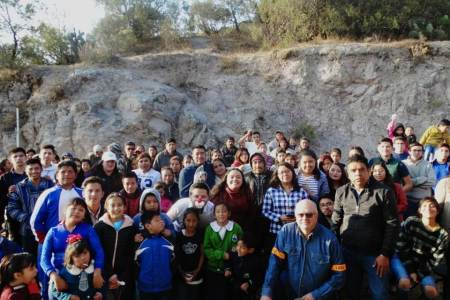 Roxana Montealegre convive con comunidad de Velillo