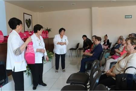 El Voluntariado del IMSS Hidalgo entrega prótesis artesanales de mama.jpg