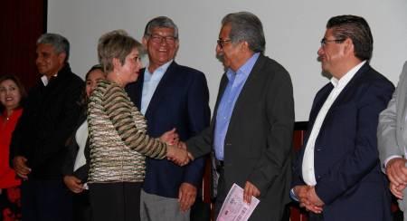 Entrega titular de SEPH apoyos e insumos a personal de Servicios Regionales