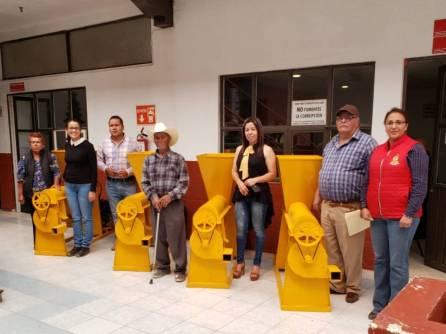 Entregan apoyos para el campo en Santiago Tulantepec1