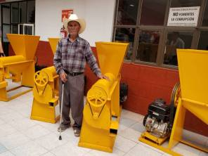 Entregan apoyos para el campo en Santiago Tulantepec2