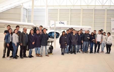Estudiantes de UPMH reconstruyeron aeronave